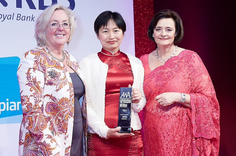 Yee Yee met Cherie Blair bij de Asian Women of Achievement Awards